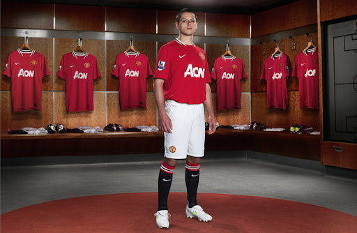 Javier Hernández poses with new Manchester United home kit