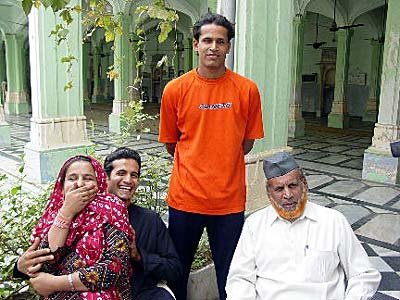 Yusuf Pathan And His Wife Yusuf Pathan Family Pi...