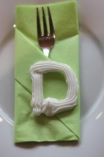 Zucker-initialen Frühlingsdekoration Herbsthochzeit mit bunten Wiesenblumen im Hochzeitshotel Garmisch-Partenkirchen Riessersee Hotel Bayern, heiraten in den Bergen