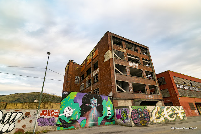 Mural 'Cosmic' por Txemi y Muro Zorrozaurre - Bilbao, por El Guisante Verde Project