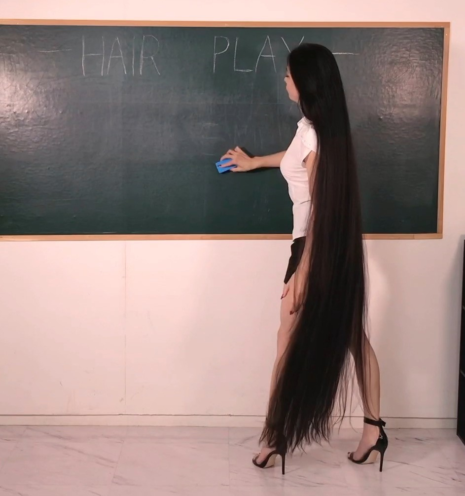 Meet Rin, The long hair teacher who looks like a Real life Rapunzel