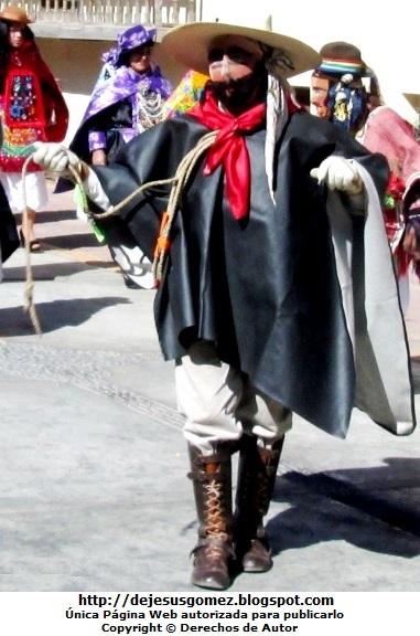 Foto de un argentino o arriero con el látigo de soga en la mano. Foto del argentino de Jesus Gómez