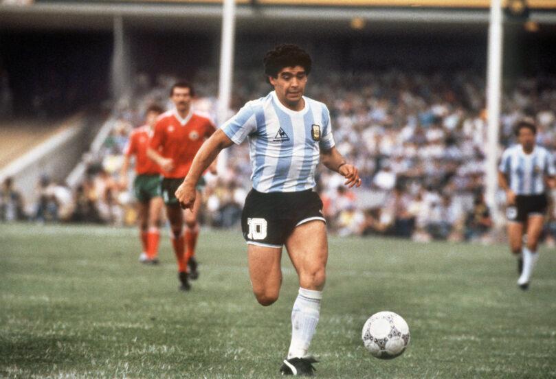 Duka Diego Armando Maradona Membawa Cerita dilapangan Sepak Bola Dunia