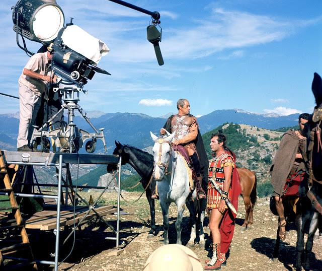 Foto dos bastidores do filme Cleópatra, 1963.