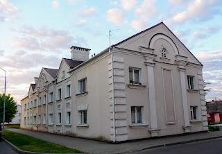 Лунинець. Площа Леніна, 7. Житловий будинок