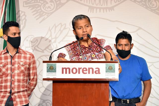 Apoya Irma Juan Carlos a presidente municipal de Tlacotepec Plumas, Oaxaca