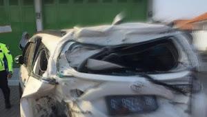 Mobil Tertabrak Kereta Diperlintasan Tirus, PT KAI Diminta Ganti