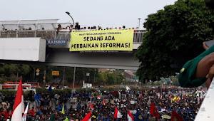 Demo di DPR: Maaf Jalan Anda Terganggu, Ada Perbaikan Reformasi