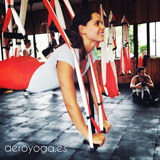 yoga aerien, aeroyoga, fly, flying, cobra, pose, posture, asana, benefits, sante, wellness, bienetre, mis en forme,sport, stage, formation professionelle, formation, enseignants,