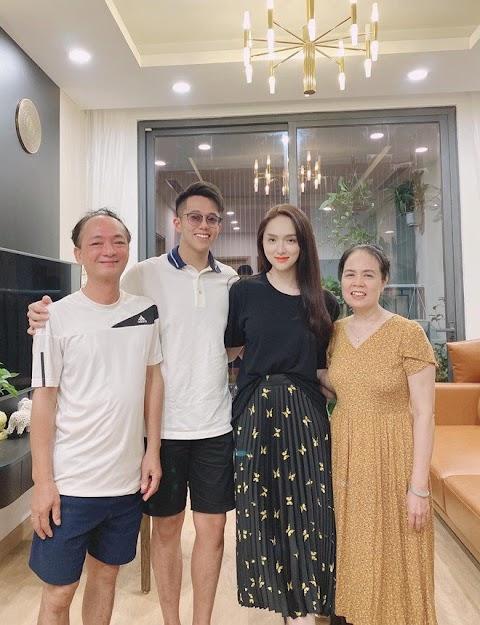 """Matt Liu vừa ra mắt """"họ nhà gái"""", Hương Giang đã sắm ngay đôi giày cưới cổ tích gần 100 triệu, Vbiz chuẩn bị có thêm tin mừng?"""