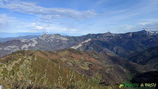 Vista desde el Alto de la Tejera hacia Peña Mea y Retriñón