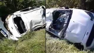 Médico conquistense capota carro na BR-030 em Palmas de Monte Alto