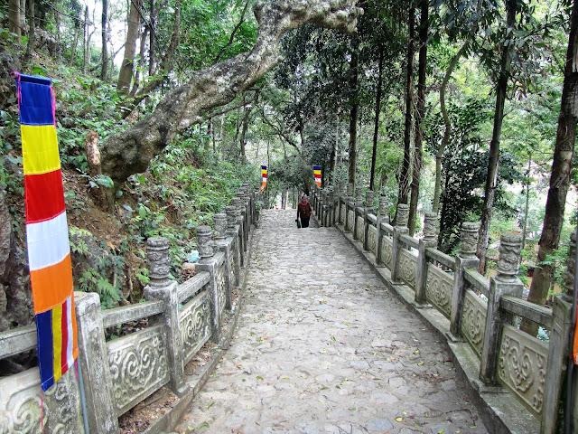 pathway perfume pagoda vietnam