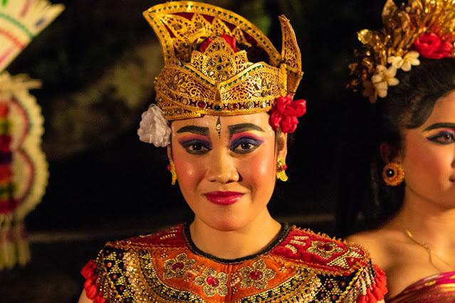 Danza tipica balinese al Tempio Pura Taman Saraswati-Ubud-Bali