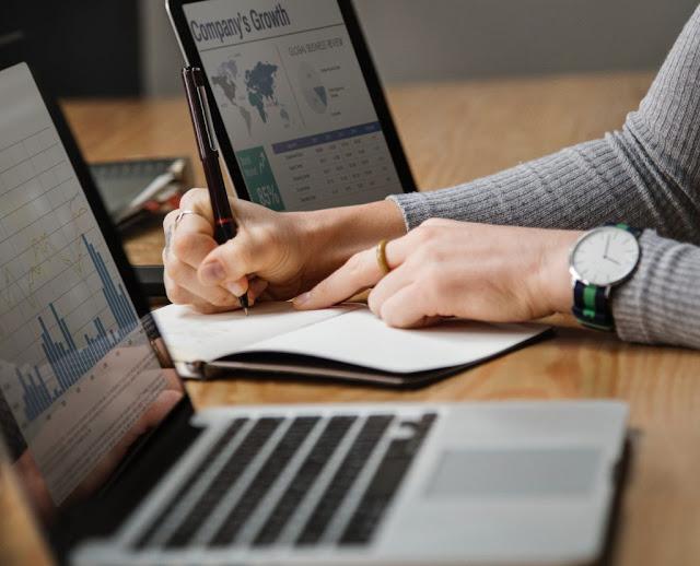 Contoh-Data-Karyawan-pada-Sistem-HRIS-dan-Excel-di-Perusahaan