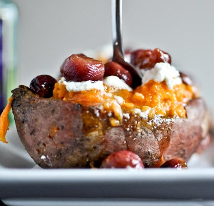 ROASTED GRAPE, GOAT CHEESE + HONEY STUFFED SWEET POTATOES #vegetarian #healthy