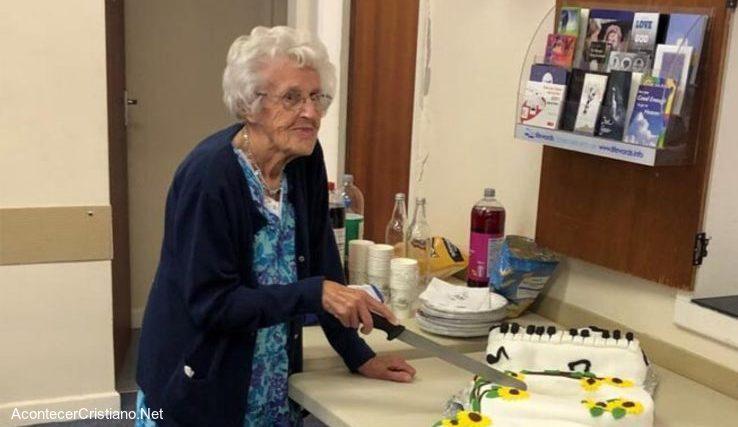 Anciana celebra cien años