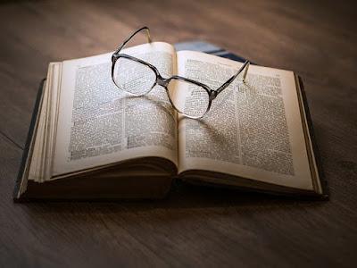 Perbedaan Filsafat dan Ilmu Pengetahuan