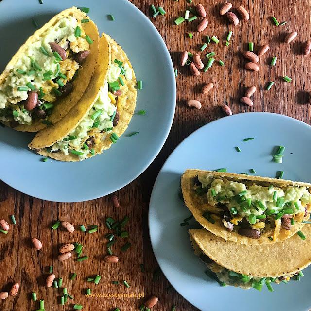 Śniadaniowe taco shells z jajecznicą i guacamole