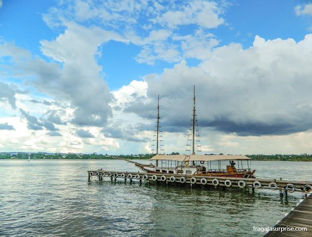 Escuna Maria, Maria, que faz passeios no Lago Paranoá