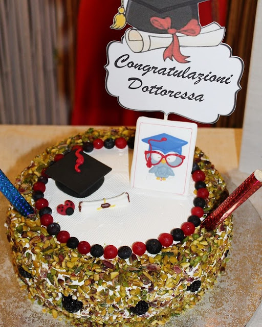 torta di laurea in cucina con vanna