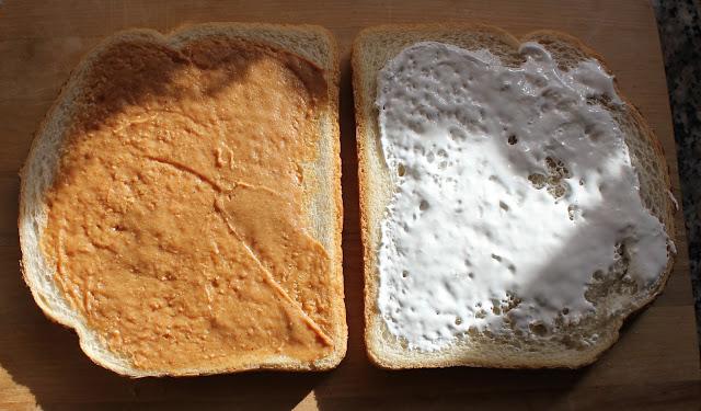 IMG 2175 - Recept: Tosti met Pindakaas, Banaan en Marshmallow Fluff