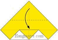 Bước 3: Gấp cạnh giấy xuống dưới.