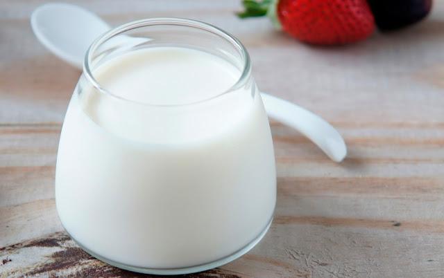 Cách trị mụn đầu đen vùng mũi dùng sữa chua và bột gạo