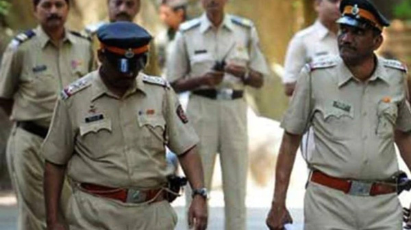 UP police officer masturbates in front of woman at police station, gets suspended after video goes viral,Mobile Phone, News, Police Station, Allegation, Controversy, Complaint, Woman, National