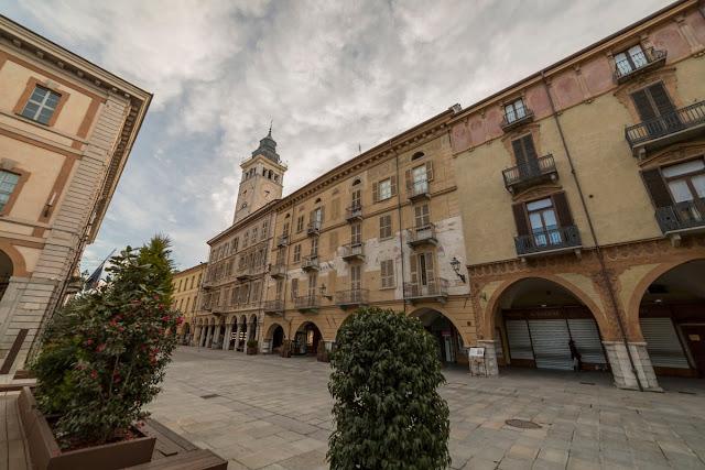 I meravigliosi portici di Via Roma nella parte vecchia di Cuneo