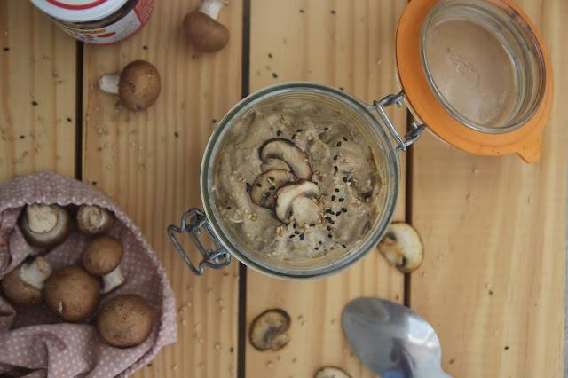 Cuillère et saladier : Sauce aux champignons et miso vegan