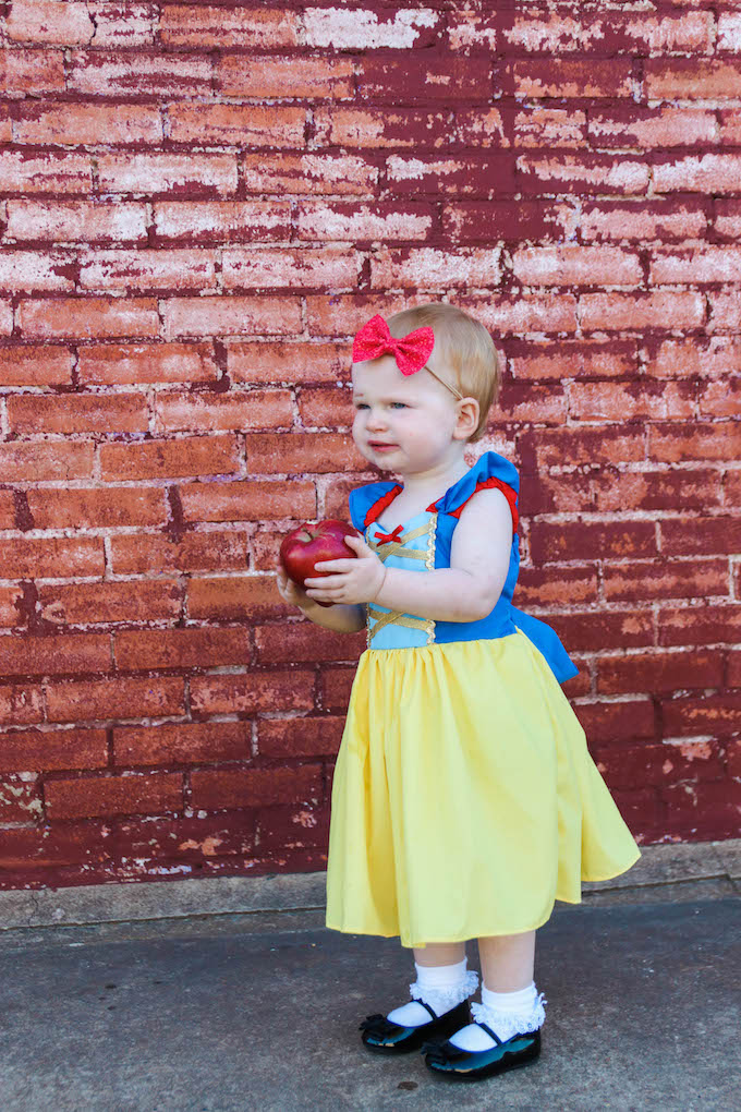 Snow White costume, dwarf costume, kids halloween costume, Snow White dress, Snow White halloween costume, dwarf halloween costume, twin halloween costume, toddler halloween costume, princess dress, lover Dovers, custom princess dress, Jesse coulter blog, twin mom, twin blogger, twin parenting, twin outfits, twin costumes