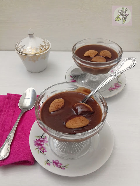 PANNA COTTA VEGANA DE CHOCOLATE CON GALLETAS