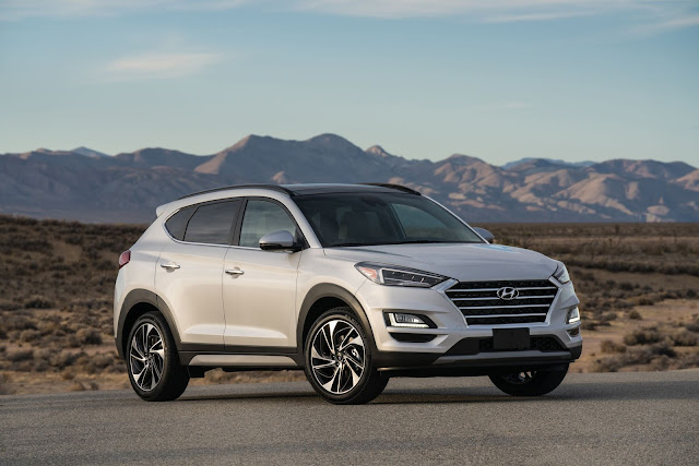 Front 3/4 view of the 2019 Hyundai Tucson