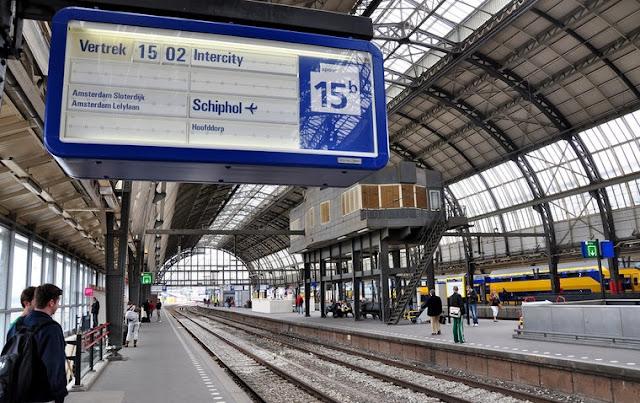 Viagem de trem em Amsterdã e na Holanda