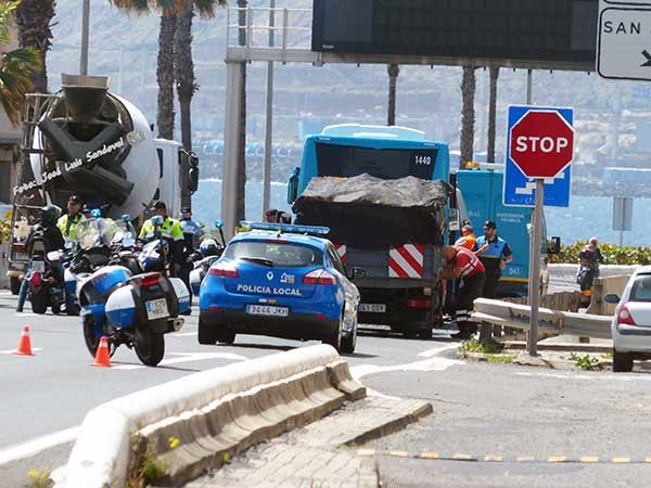 Fotos accidente guagua y camión en AV. Marítima, altura Hoya La Plata