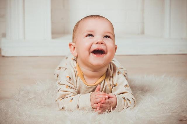 الطفل الأصغر يكون المفضل لدى الوالدين حسب دراسة 2020 - موقع عناكب الاخباري