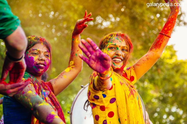 Holi celebration images 2020