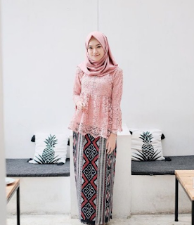 model kebaya brokat 2019 hijab