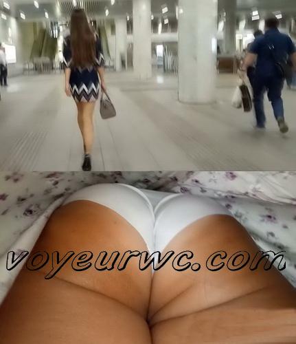 Upskirts 4218-4227 (Secretly taking an upskirt video of beautiful women on escalator)