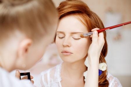 http://www.academiacolors.com/2018/01/curso-iniciacion-al-maquillaje-ceim-40.html