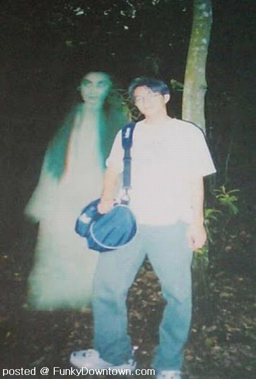 13 Photos That Capture Ghost Image ~ Hampix