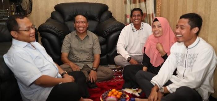 Menjenguk ke Rumah Evan Dimas di Surabaya, Menpora Senang Lihat Cedera Evan Segera Pulih
