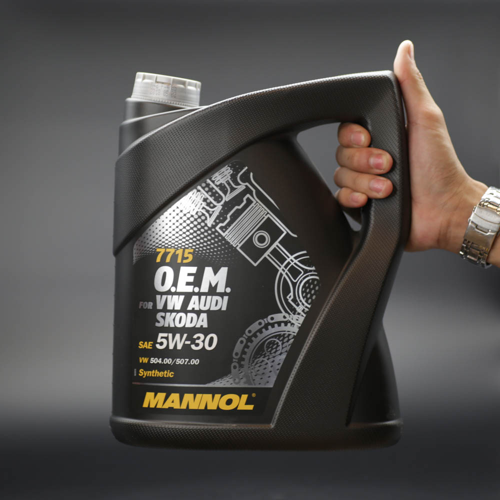 dau-nhot-mannol-7715-cho-xe-audi