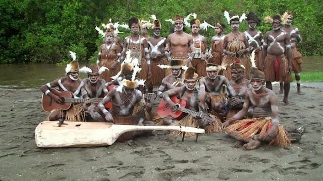 Tari Perang Suku Asmat
