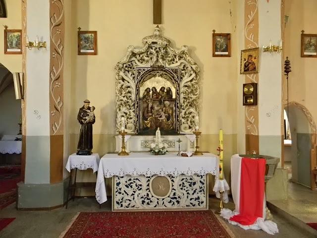 Kościół w Mirocinie Górnym jest bogato zdobiony, znajdują się dawne polichromie.