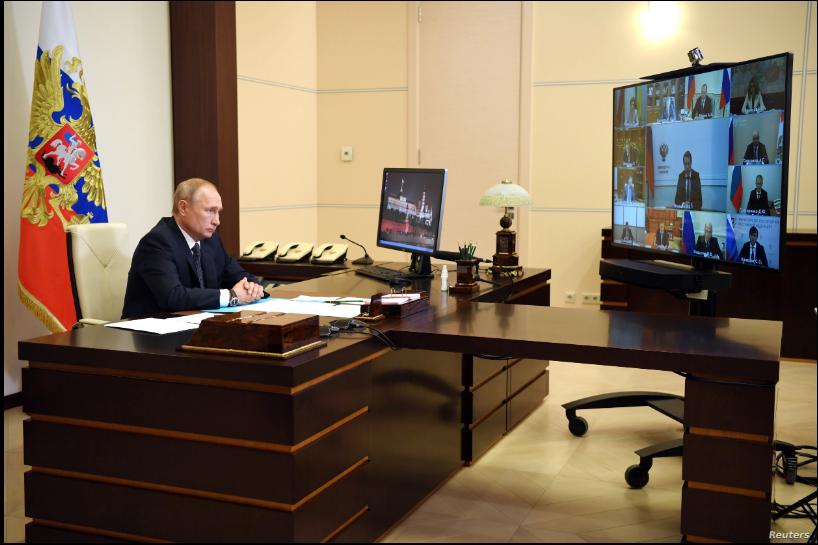 El presidente ruso, Vladimir Putin, durante una reunión con sus ministros en que anunció la aprobación de una vacuna para el coronavirus el 11 de agosto de 2020 / REUTERS