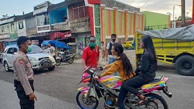 Polsek Tompobulu Bersama Relawan Tanggap Covid-19 Imbau Masyarakat Gunakan Masker