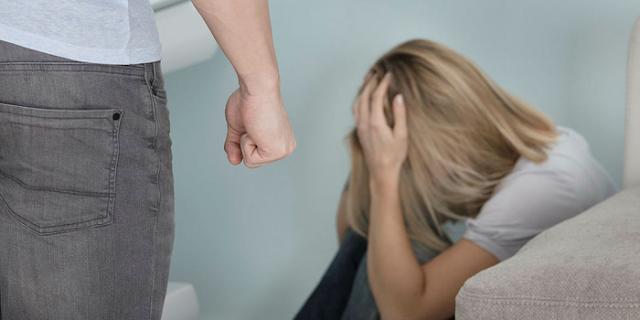 प्रेमी से तंग आकर किसी और से शादी की, अब वो भी हत्या की धमकी देने लगा | INDORE NEWS