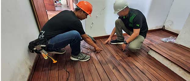 beli lantai kayu